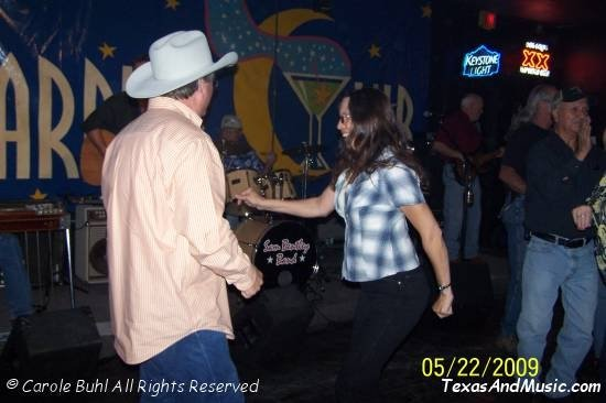 Uh-oh....is that Sam out on the dance floor? Yep...I think it is!!