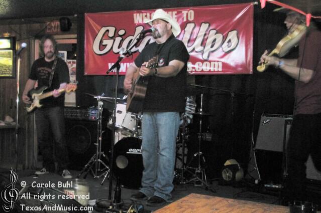 Fond Kiser & Los Kickers @ Giddy Ups (06/10/2010)